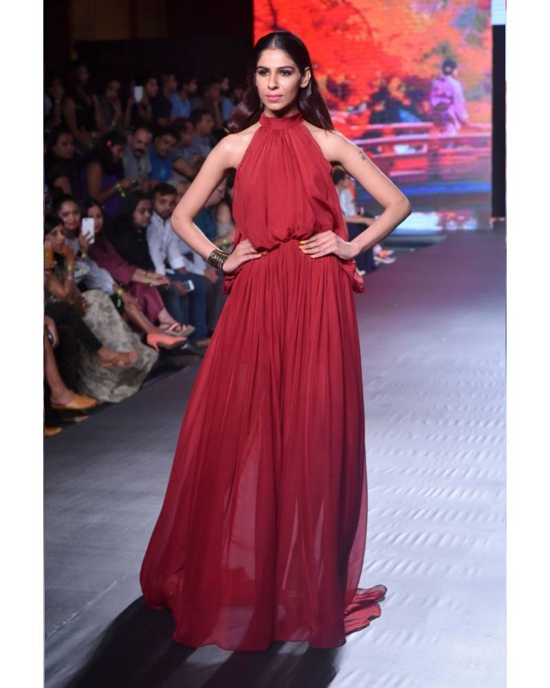 Maroon flat chiffon flared gown - mapxencaRS